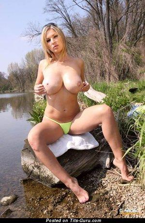 Carol Goldnerova - Pretty Czech Blonde Babe with Pretty Naked Dd Size Tits (18+ Wallpaper)