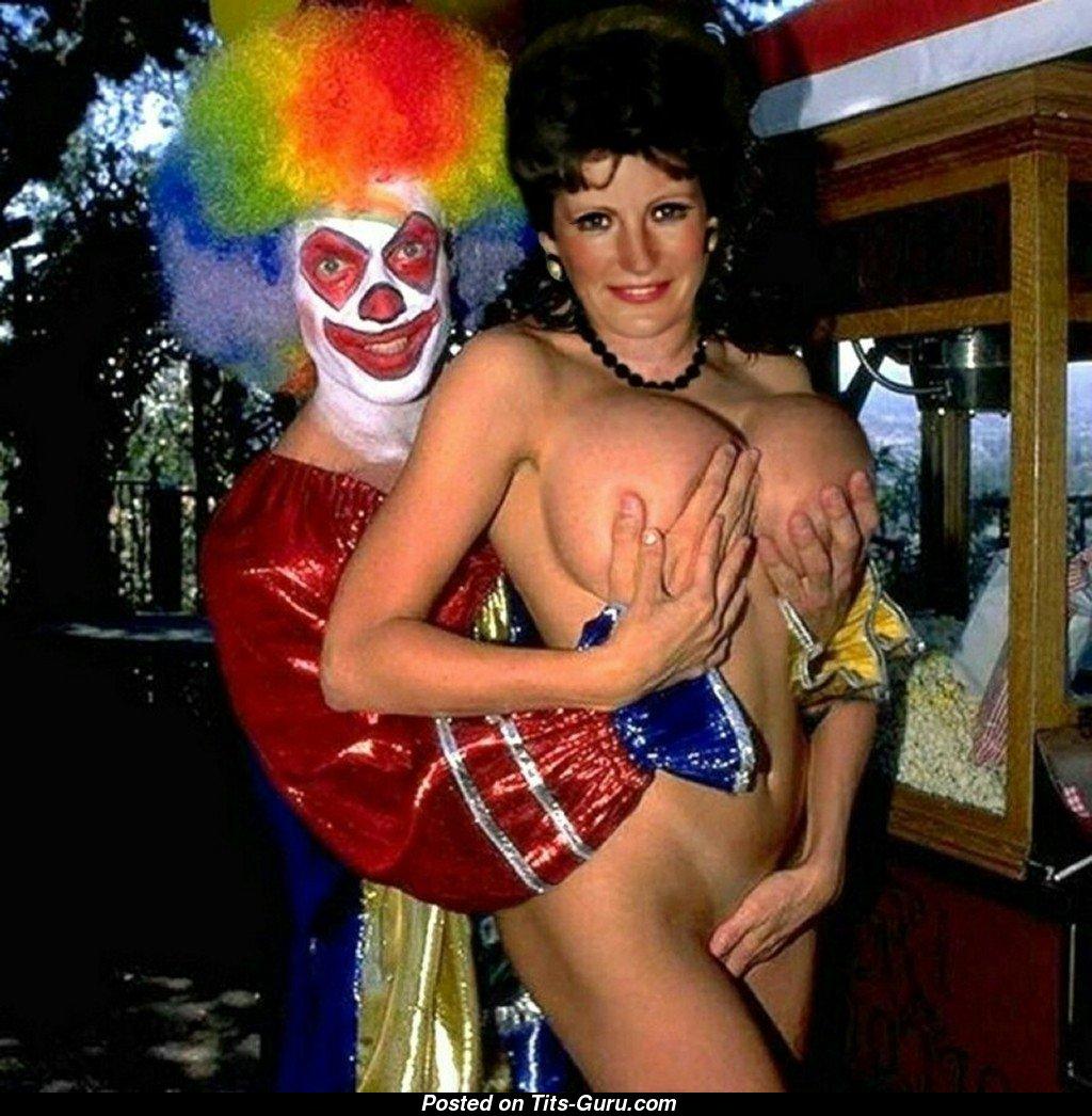Брюнетка клоун эротическая фотосессия