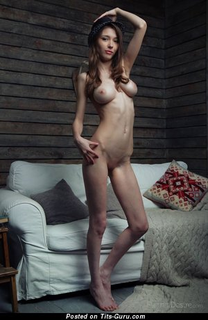 Image. Milla W - naked hot female with medium tittys picture