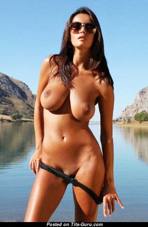 Magnificent Babe with Magnificent Exposed Natural Dd Size Boobies (Sex Picture)