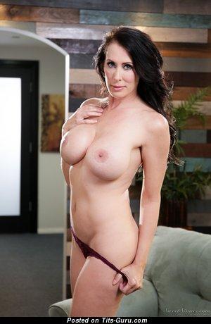Reagan Foxx - Beautiful Undressed American Red Hair Mom & Pornstar (Porn Photo)
