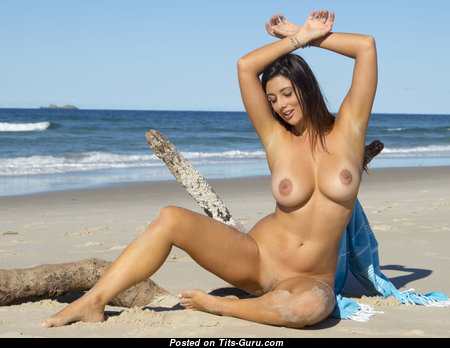 Pleasing Babe with Pleasing Bare Natural D Size Busts (Hd Xxx Pic)