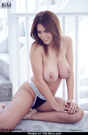 Beautiful Babe with Beautiful Exposed Medium Breasts (Hd Sex Pic)