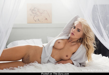 Rachel Harris - sexy topless blonde with medium natural boobs and big nipples pic