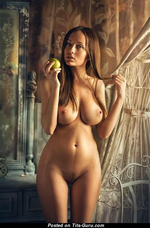 Awesome Topless Brunette Babe (Xxx Photo)