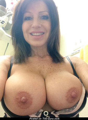 Amateur naked wonderful woman with big boob selfie