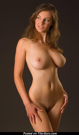Восхитительная топлесс брюнетка красотка (hd секс фото)