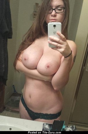 Molly (model) - The Nicest Red Hair with Perfect Naked Natural Dd Size Boobie (Amateur Sex Pic)