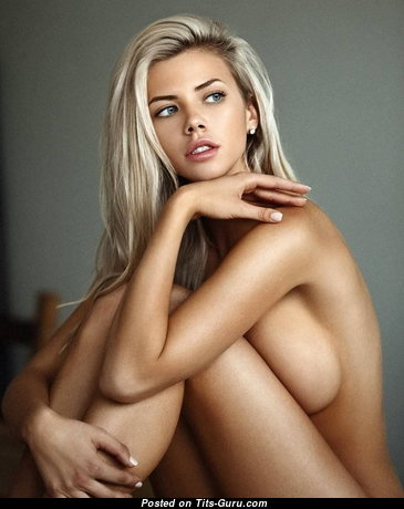 Pleasing Naked Babe (Sex Foto)