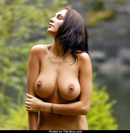 Sweet Babe with Sweet Exposed Natural Regular Boobys (18+ Image)