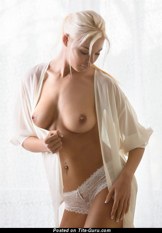 Yummy Bimbo with Yummy Open Real Soft Tit (Porn Picture)