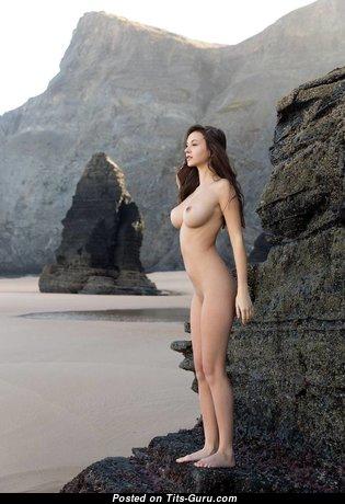 Exquisite Topless Brunette (Hd Xxx Foto)