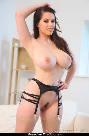 Jo Paul - sexy nude brunette with big natural tittes pic