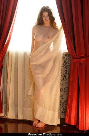 Изображение. сиськи фото: средние сиськи, натуральная грудь, брюнетки, hd, шторы