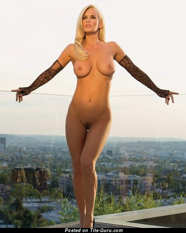Jenny Mccarthy - Graceful Wet & Topless American Playboy Blonde Actress with Graceful Naked Natural Sizable Busts & Erect Nipples (Vintage Sexual Photoshoot)