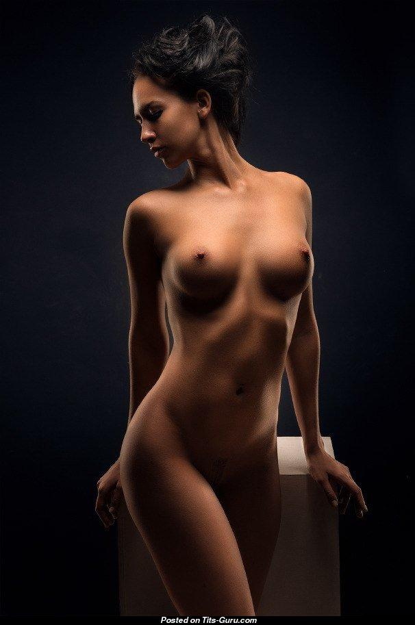Студийное фото голых моделей