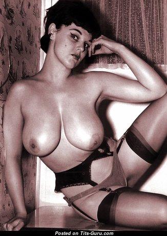 Lorraine Burnett - Pleasing British Blonde with Pleasing Exposed Real Dd Size Knockers (Sexual Foto)