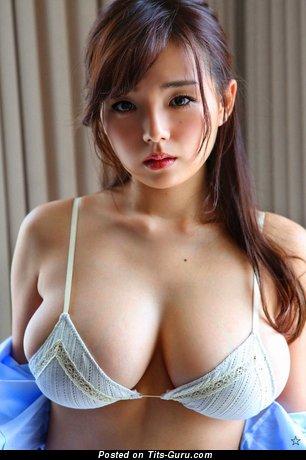 Ai Shinozaki - naked asian brunette with medium tits photo