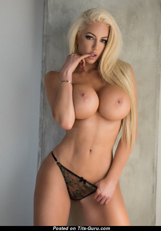 Charming Playboy Blonde Babe with Charming Exposed Silicone C Size Tittes & Puffy Nipples (18+ Foto)