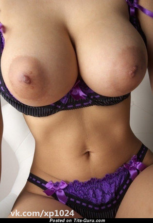 Sexy topless hot lady with big natural boobies and big nipples pic