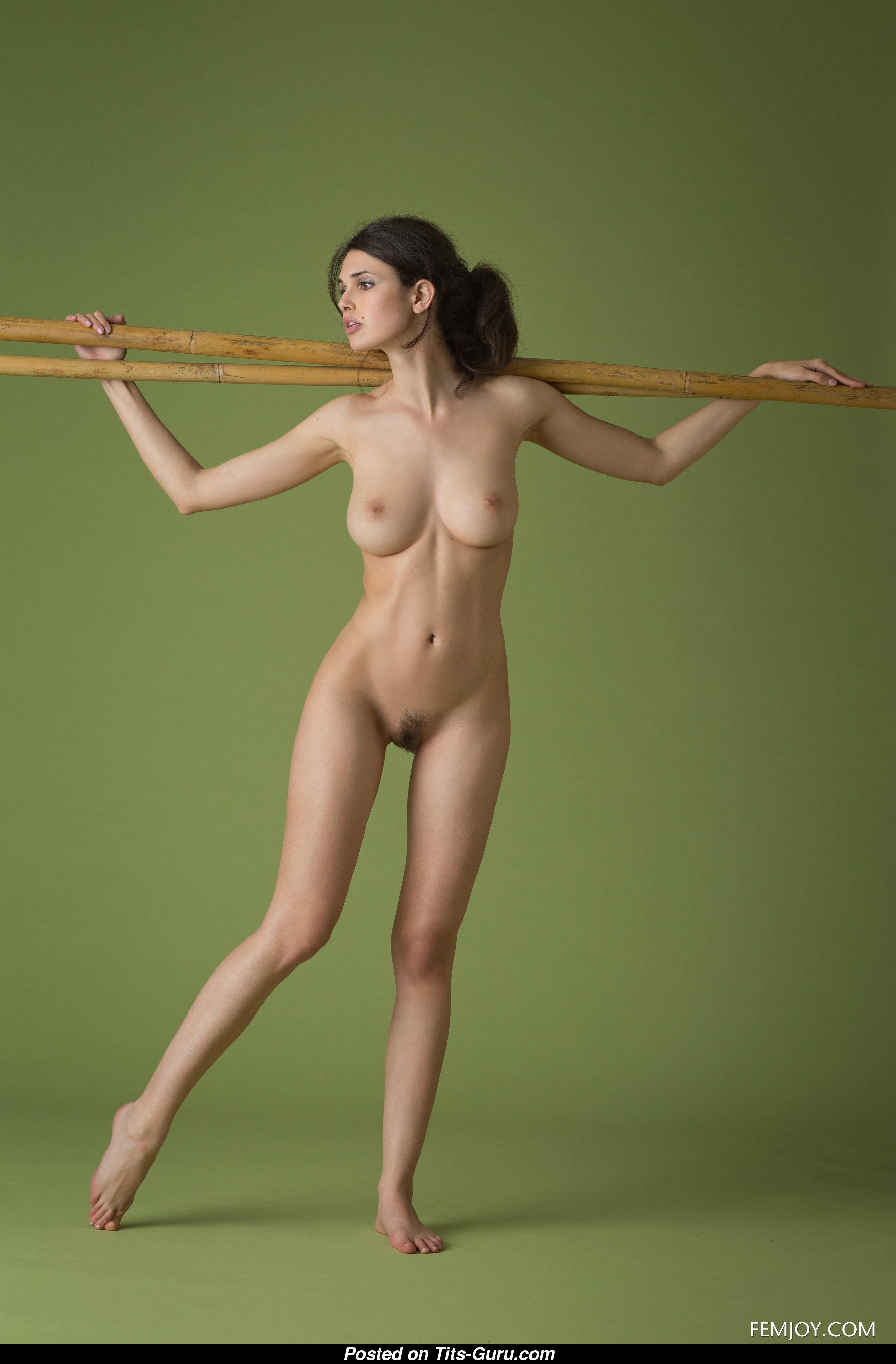Naked Girls 18+ Jenna finnegan milf