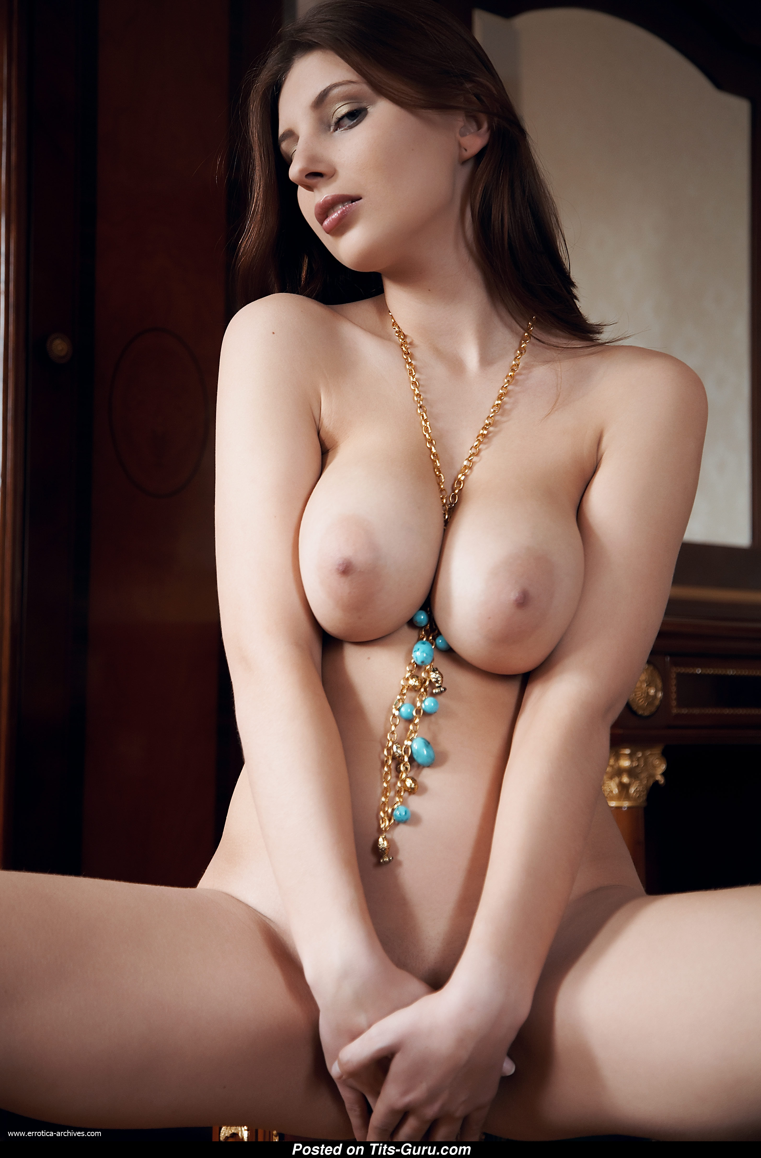 Simi Rogers - Female With Bare Real Big Sized Knockers -7259