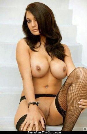 Изображение. Kendall Rayanne - фотография горячей раздетой брюнетки с средней грудью