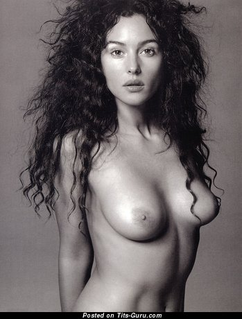 Monica Bellucci - Beautiful Italian Babe & Actress with Beautiful Naked Natural Mid Size Chest (Hd 18+ Picture)