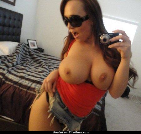 Изображение. Фотография офигенной раздетой девушки с большими сисечками