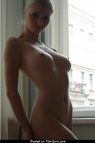 Image. Maria D - naked wonderful woman with medium natural tits picture