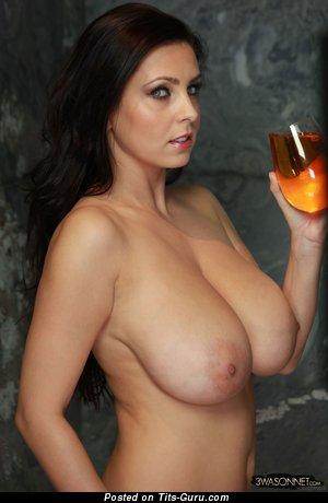Ewa Sonnet: любовница (Польша) с восхитительным голым натуральным большим бюстом (hd порно изображение)
