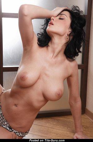 Gorgeous Babe with Gorgeous Defenseless Fake Boobys (18+ Pic)