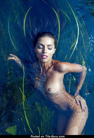 Awesome Wet Naked Brunette (Sexual Pix)