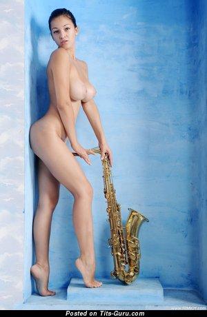 Sofi A: модель (Украина) с красивым голым натуральным средним бюстом (hd секс картинка)