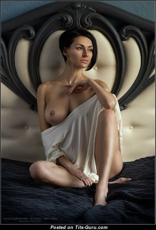 Lovely Babe with Lovely Bald Natural Chest & Sexy Legs (Xxx Photo)