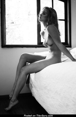 Beautiful Topless Babe with Beautiful Nude Natural Knockers (Hd 18+ Pic)