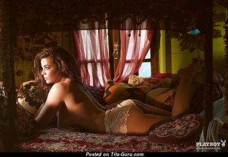 Elegant Babe with Elegant Open Real Busts (18+ Photoshoot)