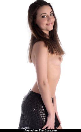 Изображение. Фотка невероятной обнажённой модели с маленькой натуральной грудью