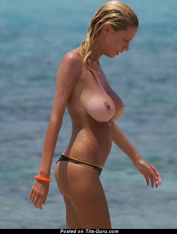 Image. Wet hot lady with natural boobs pic