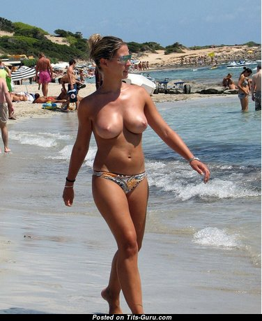 Good-Looking Babe with Good-Looking Bare Natural Med Titty (Sexual Wallpaper)