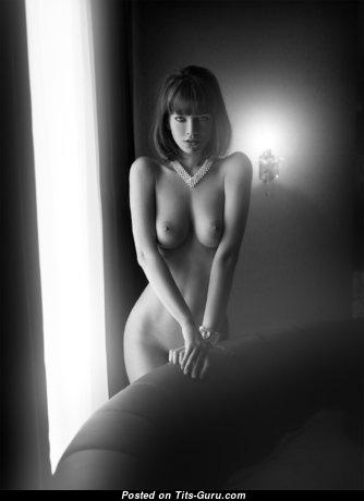 Yummy Babe with Yummy Naked Real Medium Sized Boob (Porn Photo)