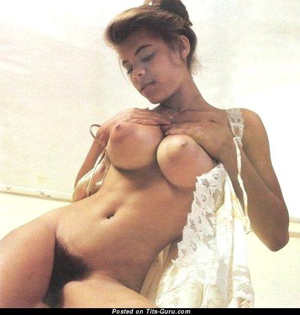 Изображение. сиськи фото: ретро, натуральная грудь, большие сиськи
