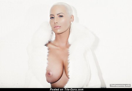 Amber Rose - Good-Looking Topless, Painted & Wet American Blonde Singer with Good-Looking Exposed C Size Hooters, Enormous Nipples, Tattoo (Amateur Xxx Photoshoot)