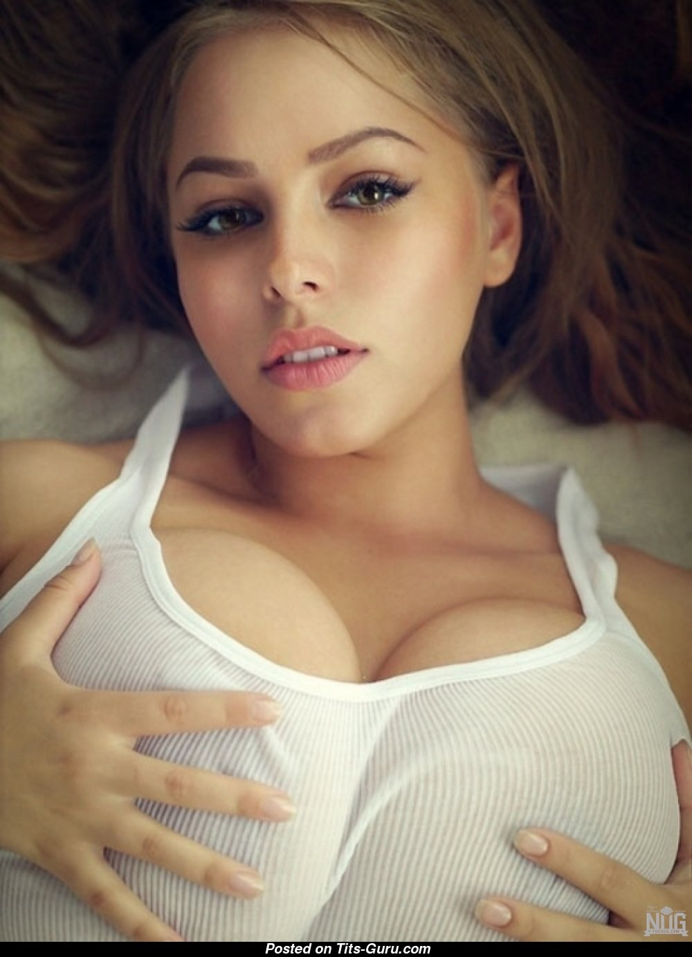 Striking blonde in glasses denudes big boobs from blue fishnets № 31510 без смс