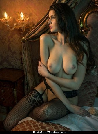 Marvelous Babe with Marvelous Bare Natural Boobies (Porn Photoshoot)
