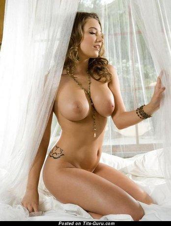 Изображение. Фото офигенной обнажённой леди с средней грудью