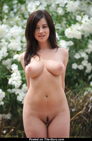 Good-Looking Babe with Good-Looking Exposed Natural Soft Boobies (Hd Sexual Pix)