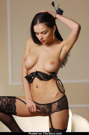 Beautiful Unclothed Brunette Babe (Porn Foto)