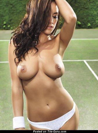 Изображение. Rosie Jones - изображение обалденной брюнетки топлесс с средними натуральными дойками