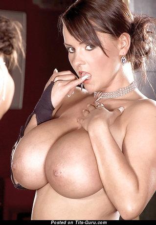 Изображение. Bea Flora - фото красивой обнажённой леди с большой грудью